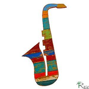 Quadro Artesanal Instrumento Musical Saxofone em Madeira de Demolição