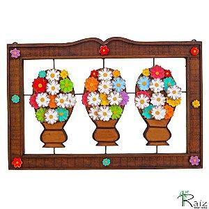 Quadro Artesanal Vazado com Três Vasos de Flores em Madeira