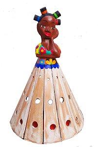 Arandela Boneca de Madeira Entalhada com Pintura Patchwork 40cm