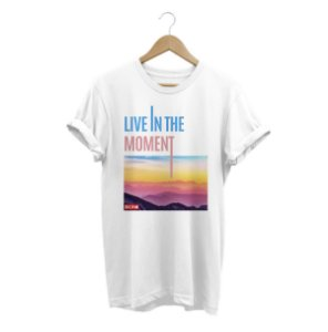 Camiseta Live in the momento