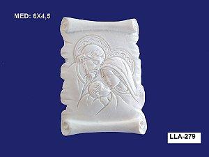 Aplique em Resina Família Sagrada na Placa 6x4,5cm - LLA 279