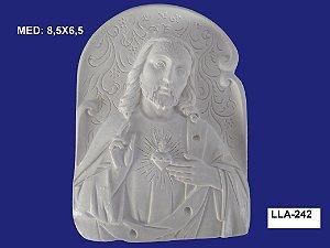 Aplique em Resina Jesus Cristo Na Placa 8,5x6,5cm - LLA 242