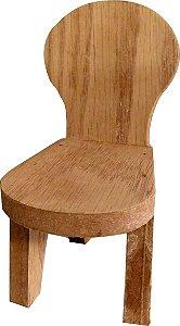 Cadeira de madeira para duendes ou bruxas