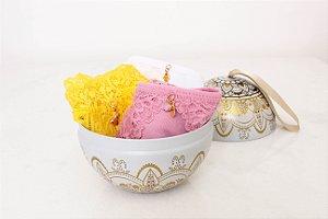 Kit dos Desejos - Caleçon 2250 Amarelo (pingente da prosperidade) + Calcinha Fio 1752 Rosa (pingente do amor) + Calcinha Fio 1780 (pingente da proteção) + Lata de Natal