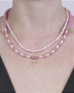 Colar de metal dourado com pedra rosa dorotéia