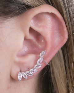 Ear cuff de metal prateado com pedra cristal antonieta