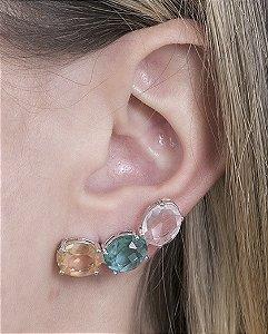 Ear cuff de metal prateado com pedra licor, verde e cristal ayla