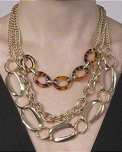 Colar de metal dourado com acrílico marrom joanne