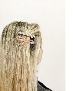 Presilha dourada com pedra rosa lace