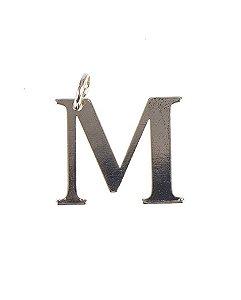 Pingente dourado letra m