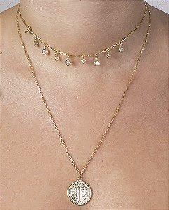 Colar de metal dourado com pedra cristal Johansson