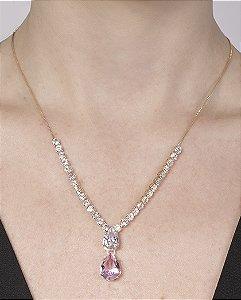 Colar de metal dourado com pedra rosa e cristal Bruna