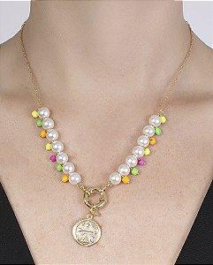 Colar de metal dourado com pedras coloridas e pérolas Ravena
