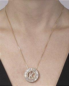 Colar de metal dourado com strass cristal letra K