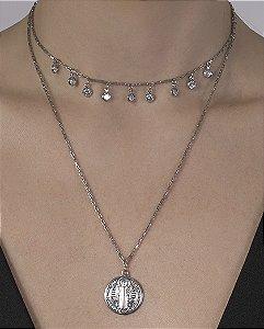 Colar de metal prateado com pedra cristal Gisele