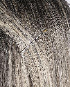 Presilha prateada com strass cristal letra L