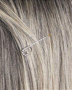 Presilha prateada com strass cristal letra G