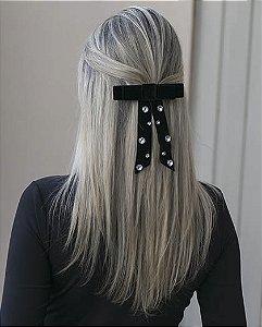 Presilha prateada com preto e pedra cristal payne