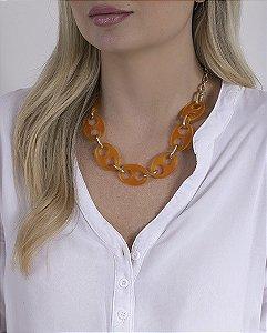 Colar laranja e dourado