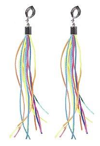 Brinco prateado cordas colorido cacau