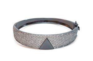 Bracelete Largo com Detalhe Triangular Cravejado