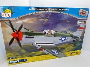 Cobi Small Army - North American P-51C Mustang - 250 peças
