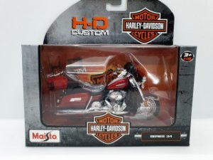 Miniatura Moto Harley Davidson 2013 FLHTK Electra Glide Ultra Limited - Escala 1/18 - Maisto