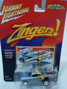 Miniatura Chevy Corvair 1962 - Linha Zingers - Johnny Lightning - Escala 1/64