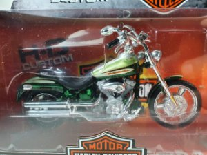 Miniatura Moto Harley Davidson FXSTDCE CVO 2004 Escala 1/18