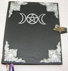 Livro das Sombras com triluna cod.326