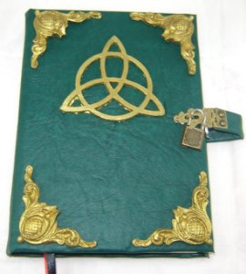 Livro das Sombras triquetra cod.335