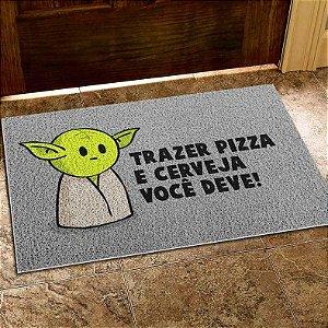 """Capacho Yoda """"Trazer Pizza e Cerveja Você Deve"""" : Star Wars"""
