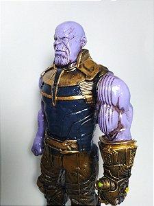 Estatueta Thanos Vingadores: Guerra Infinita / Avengers: Infinity War (30 cm)