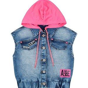 Colete Jeans Com Capuz Neon e Escrito nas Costas