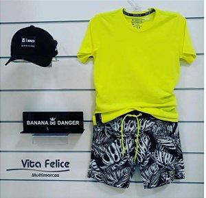 Conjunto Camiseta amarela Neon com shorts surf brisa