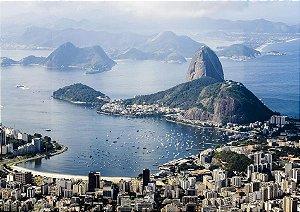 Fotografia aérea contemplando a Baía de Guanabara e o Pão de Açúcar