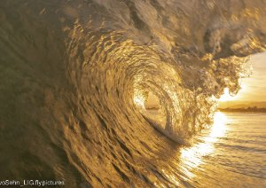 Onda tubular na golden hour