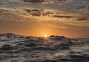 Fotografia aquática do nascer do sol com mar mexido