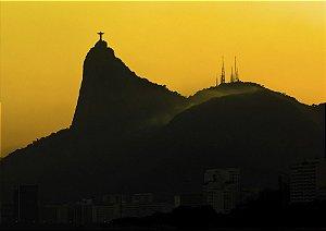 Golden hour dando um lindo contraste ao Cristo Redentor