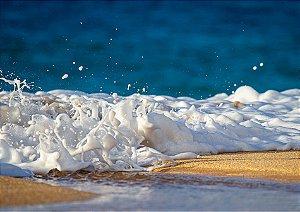 Espuma na beira da praia com foco