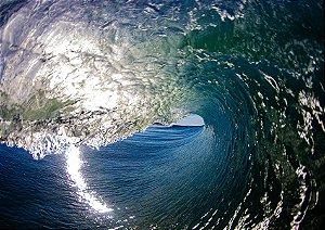 Tubos e reflexos no mar
