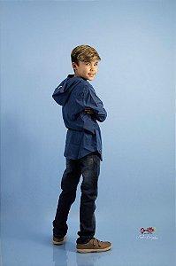 Camisa azul com capuz