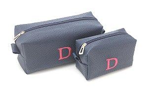 Kit com 2 necessaires azul marinho  bordadas com inicial D pink