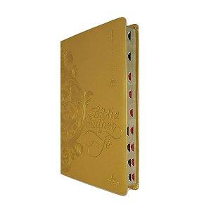 Bíblia da Mulher de Fé NVI Capa Luxo Dourada Thomas Nelson
