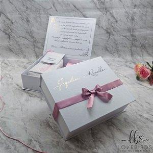 50 Convite; 120 individuais, 6 caixa 20x20x5, 4 caixa 20x10x5, 10 manuais, 8 gravata e 8 pulseira