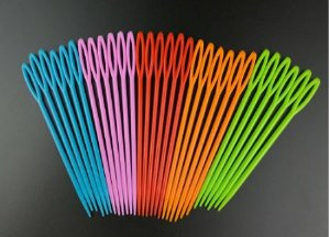 Agulha para costura de plástico - 90mm (9cm) - COR ALEATÓRIA