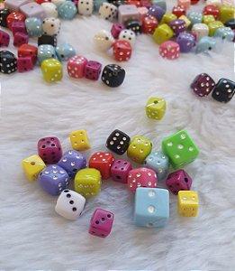 Passante Dado Dadinho- Colorido com brilho - (Pacote com 50 gramas) - Tamanhos diversos entre 6mm e 10mm