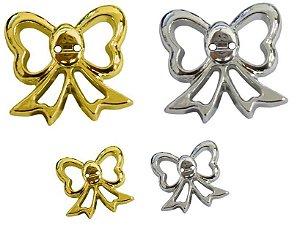 Botão Laço vazado metalizado dois furos - 20mm x 26mm - Cores: Dourado e Prateado-  Embalagem com 5 unidades da mesma cor