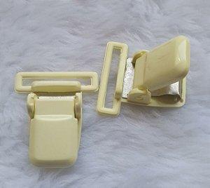 Presilha Plástica com metal (tipo jacaré) - Amarelo Canário - 37x32mm
