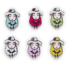 Botão de Madeira com estampa de Ovelha ovelhinha - Dois furos - Tamanho aproximado 20x29mm - Pacote com 10 unidades de cores aleatórias.